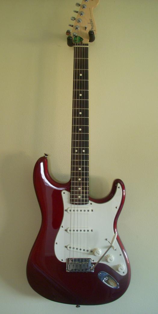 Fender%20USA%20Stratocaster%202007%20Wine%20(9).JPG